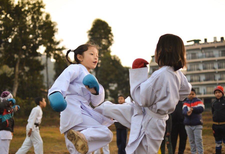 Siete motivos por los que tus hijos deben hacer deporte a diario.