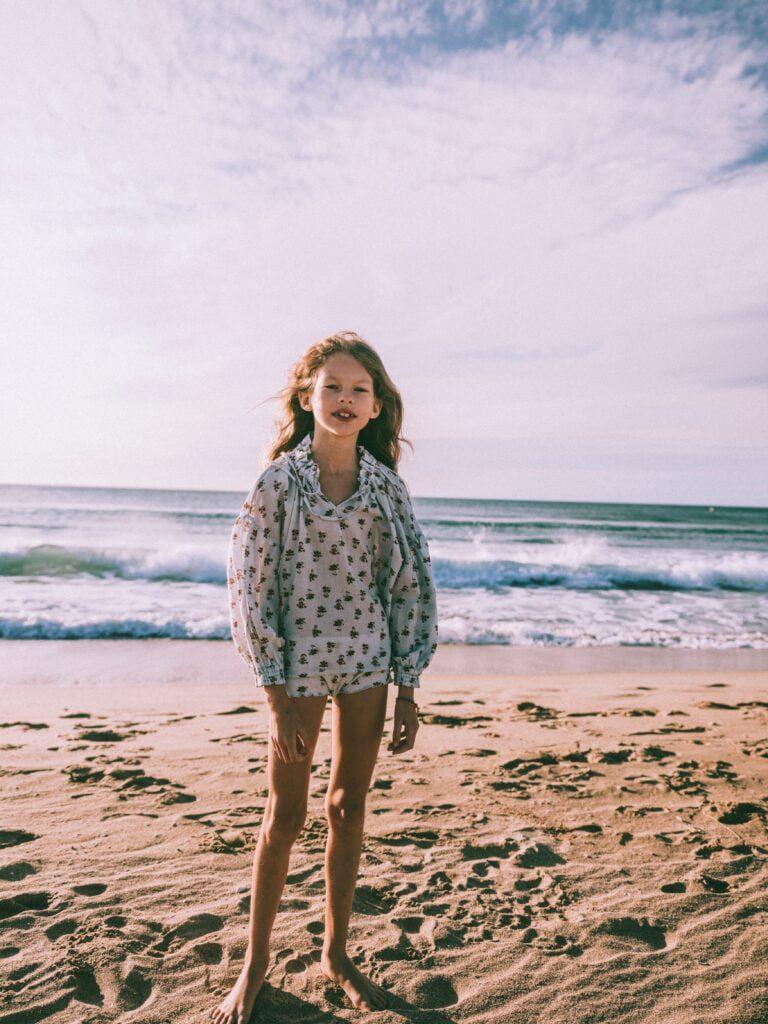 TNS niña playa