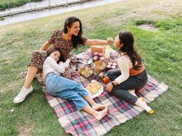 Bea MIllán picnic
